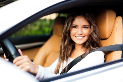 Soczewki kontaktowe a prawo jazdy